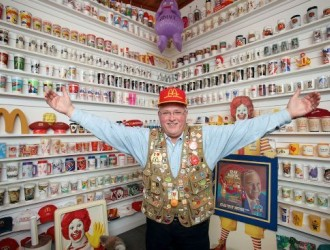 美国老人收藏7.5万件著名餐厅的纪念品