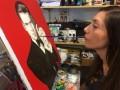 身残志坚摩洛哥女子用嘴作画成画家