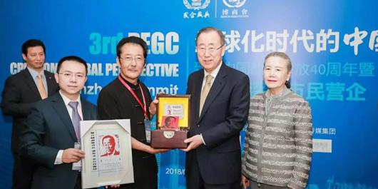 珍稀奇向联合国前秘书长潘基文、原外经贸部副部长龙永图赠送金石肖像印